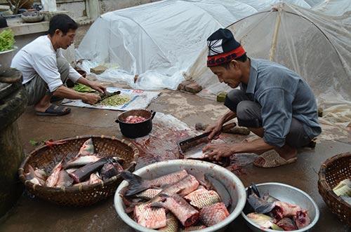 """Chùm ảnh: """"Úp chậu"""" nướng cá ngày Tết ở Nam Định - 2"""