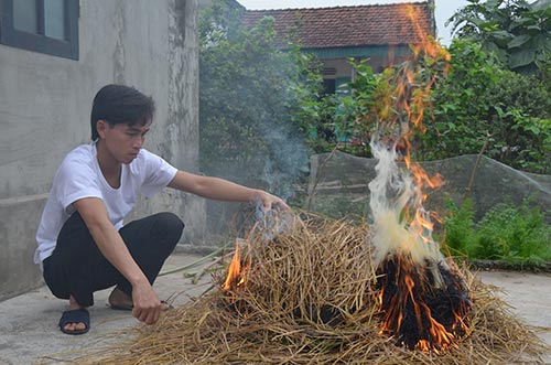 """Chùm ảnh: """"Úp chậu"""" nướng cá ngày Tết ở Nam Định - 10"""