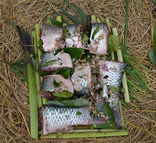 """Chùm ảnh: """"Úp chậu"""" nướng cá ngày Tết ở Nam Định - 9"""