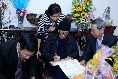 Đón tết cùng gia đình Giáo sư Vũ Khiêu - 8