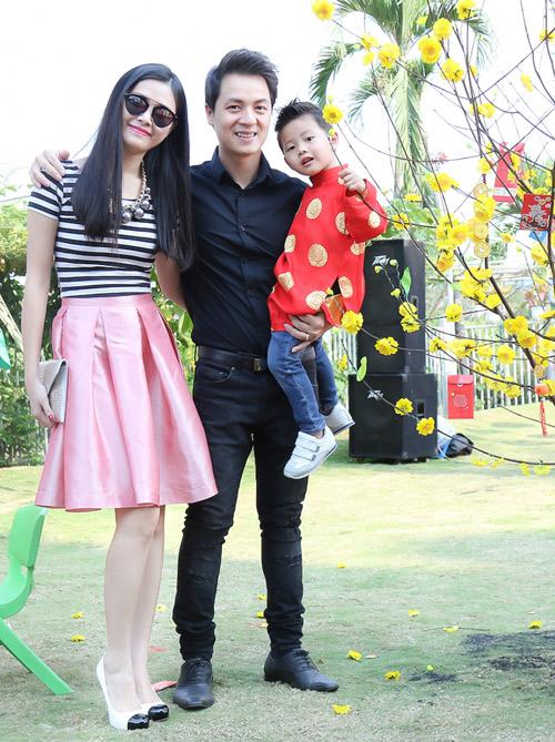 Gia đình Đăng Khôi đi chơi Xuân, xin chữ đầu năm - 1