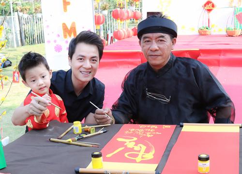 Gia đình Đăng Khôi đi chơi Xuân, xin chữ đầu năm - 9