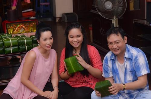 Trịnh Kim Chi bầu 5 tháng vẫn đảm đang gói bánh chưng - 9