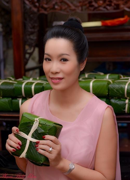 Trịnh Kim Chi bầu 5 tháng vẫn đảm đang gói bánh chưng - 7