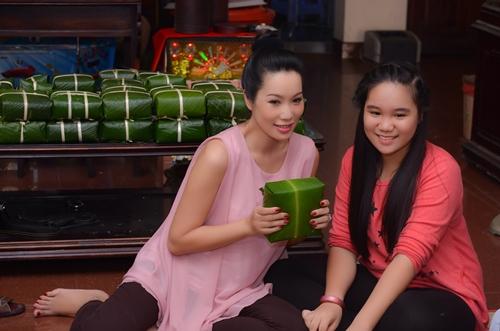 Trịnh Kim Chi bầu 5 tháng vẫn đảm đang gói bánh chưng - 6