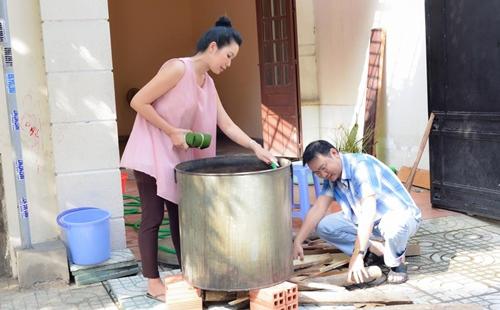 Trịnh Kim Chi bầu 5 tháng vẫn đảm đang gói bánh chưng - 10