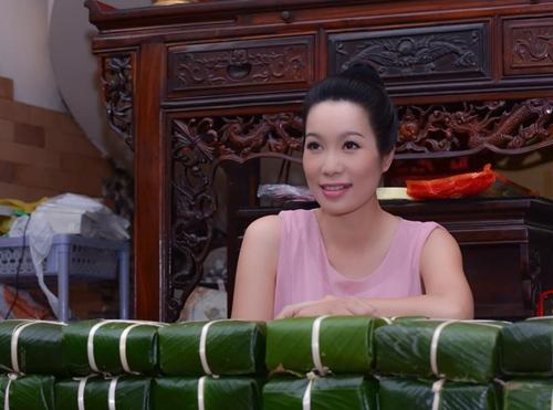Trịnh Kim Chi bầu 5 tháng vẫn đảm đang gói bánh chưng - 8
