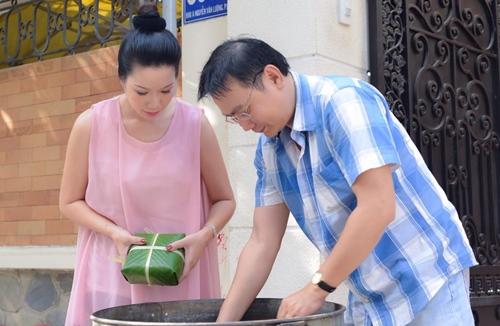 Trịnh Kim Chi bầu 5 tháng vẫn đảm đang gói bánh chưng - 11