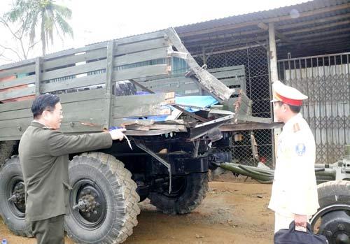 Va chạm xe quân sự, 5 người thương vong - 1