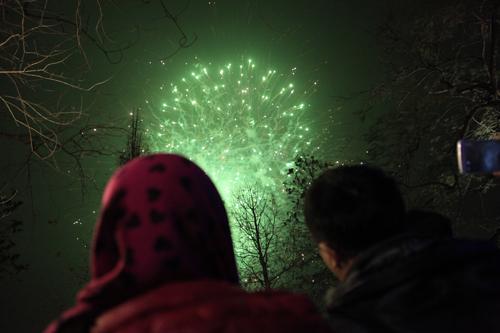 Pháo hoa rực sáng trên bầu trời cả nước - 4