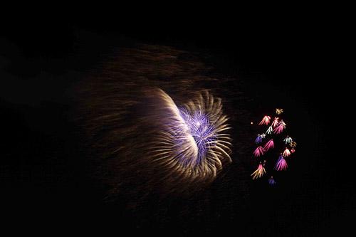 Pháo hoa rực sáng trên bầu trời cả nước - 15