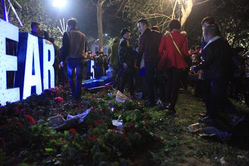 Hà Nội: Hồ Gươm ngập rác sau màn bắn pháo hoa rực rỡ - 21