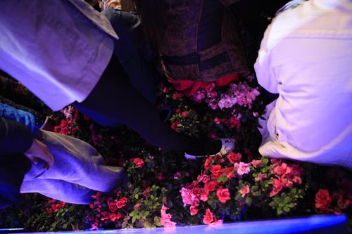 Hà Nội: Hồ Gươm ngập rác sau màn bắn pháo hoa rực rỡ - 23