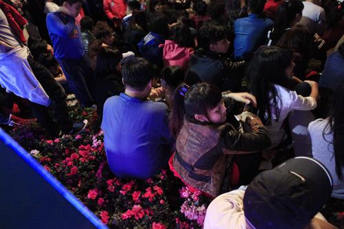 Hà Nội: Hồ Gươm ngập rác sau màn bắn pháo hoa rực rỡ - 26