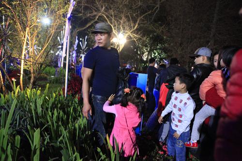Hà Nội: Hồ Gươm ngập rác sau màn bắn pháo hoa rực rỡ - 30
