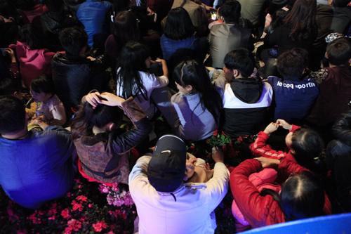 Hà Nội: Hồ Gươm ngập rác sau màn bắn pháo hoa rực rỡ - 27