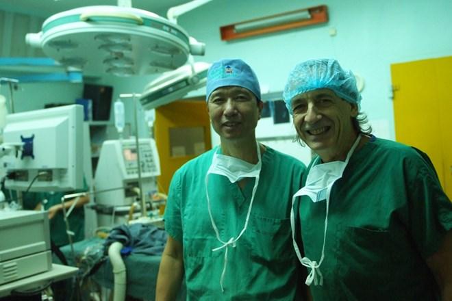 Gặp bác sĩ VN sở hữu kỹ thuật mổ nổi tiếng thế giới - 2