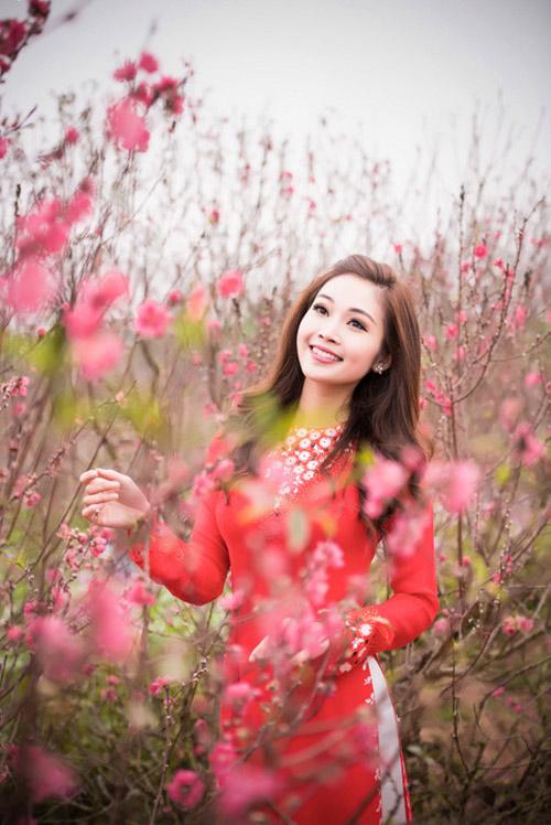 Mỹ nữ Việt đẹp ấn tượng bên hoa cỏ mùa xuân - 1