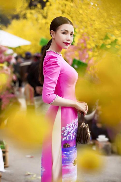 Mỹ nữ Việt đẹp ấn tượng bên hoa cỏ mùa xuân - 10