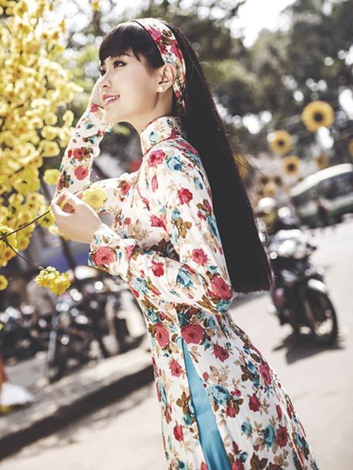 Mỹ nữ Việt đẹp ấn tượng bên hoa cỏ mùa xuân - 9