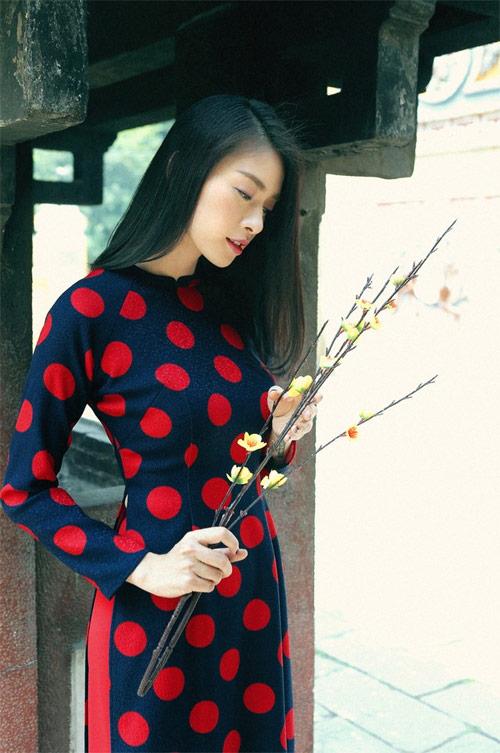 Mỹ nữ Việt đẹp ấn tượng bên hoa cỏ mùa xuân - 8