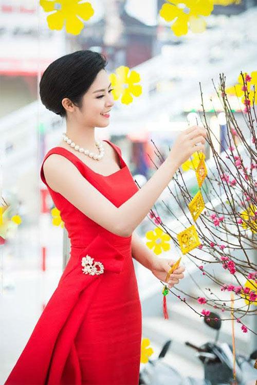 Mỹ nữ Việt đẹp ấn tượng bên hoa cỏ mùa xuân - 12