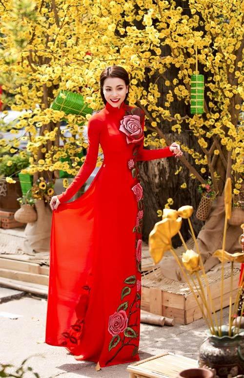 Mỹ nữ Việt đẹp ấn tượng bên hoa cỏ mùa xuân - 11