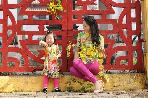 Mỹ nữ Việt đẹp ấn tượng bên hoa cỏ mùa xuân - 14
