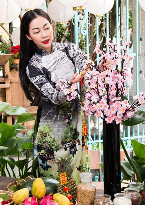 Mỹ nữ Việt đẹp ấn tượng bên hoa cỏ mùa xuân - 18