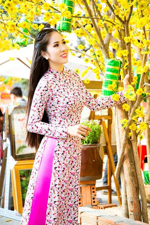 Mỹ nữ Việt đẹp ấn tượng bên hoa cỏ mùa xuân - 17