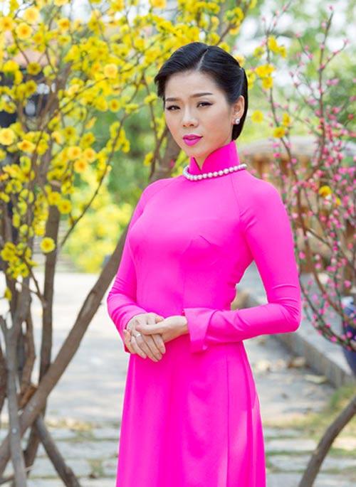 Mỹ nữ Việt đẹp ấn tượng bên hoa cỏ mùa xuân - 19