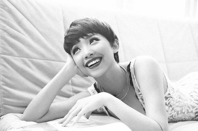 Gương mặt của người đẹp 25 tuổi trẻ hơn nhiều so với tuổi thật nhờ nụ cười tươi tắn