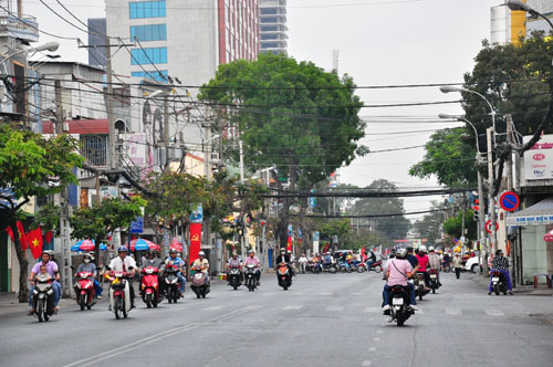 Mùng 1 Tết, người Sài Gòn đổ ra đường du xuân - 7