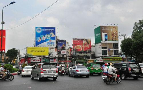 Mùng 1 Tết, người Sài Gòn đổ ra đường du xuân - 8