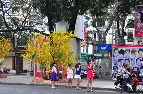 Mùng 1 Tết, người Sài Gòn đổ ra đường du xuân - 6