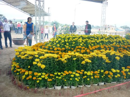 Ngày đầu năm, mộ ông Nguyễn Bá Thanh phủ đầy hoa - 4