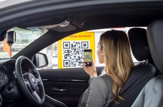 Lái xe của Anh có thể tự trả tiền xăng bằng điện thoại thông minh - 1