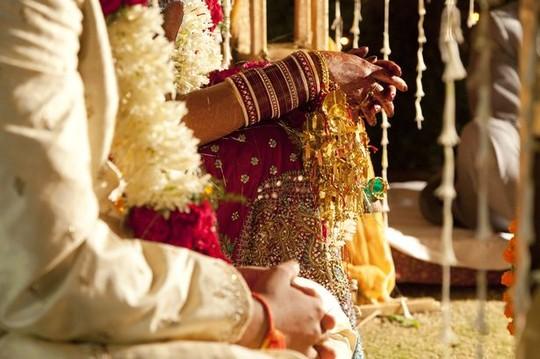Ấn Độ: Chú rể đột quỵ, cô dâu cưới luôn khách mời - 1
