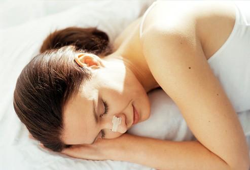 Đảm bảo giấc ngủ ngon khi bị ngạt mũi, khó thở - 1
