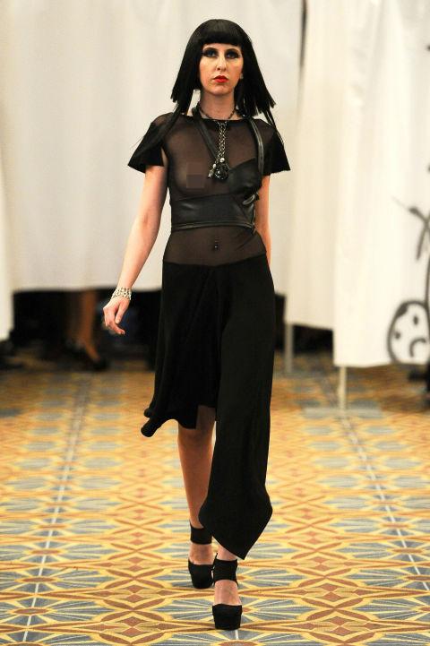 Váy áo trong suốt gợi cảm phủ kín sàn diễn New York - 11