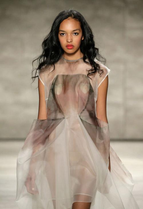 Váy áo trong suốt gợi cảm phủ kín sàn diễn New York - 14