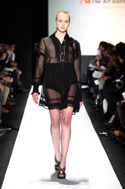 Váy áo trong suốt gợi cảm phủ kín sàn diễn New York - 10