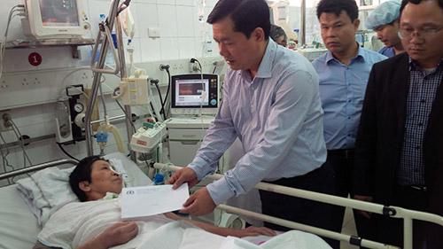 Mùng 2 Tết, BT Thăng thăm nạn nhân cấp cứu ở BV Việt Đức - 1