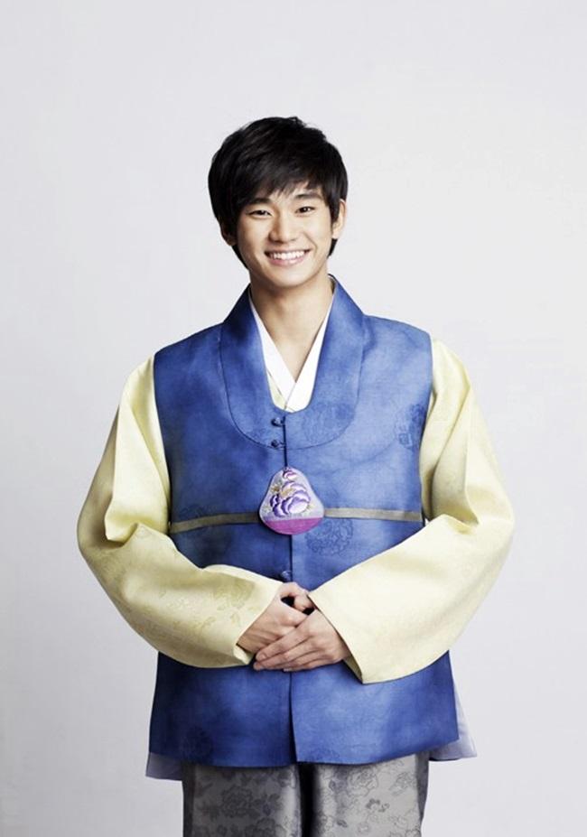 Sao Hàn xinh đẹp trong trang phục hanbok đón năm mới - 8