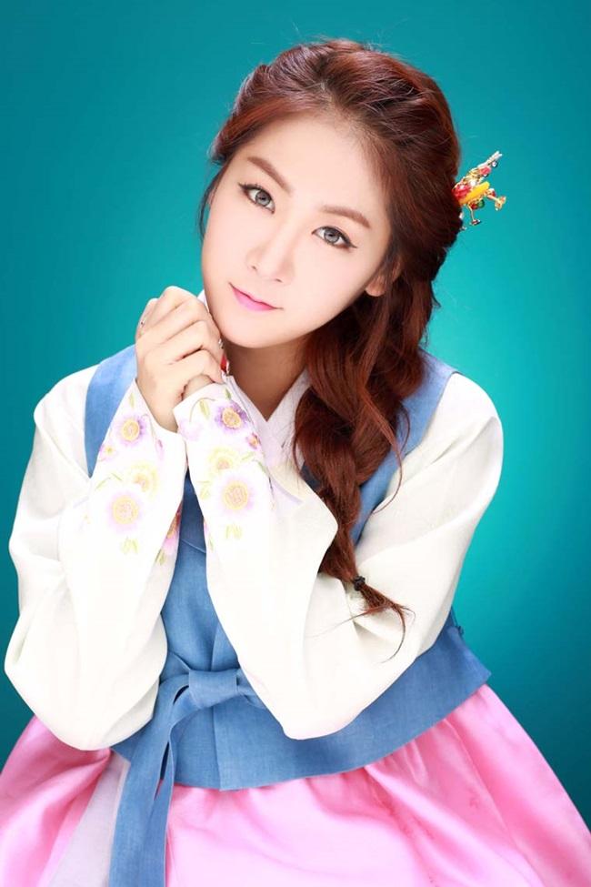 Sao Hàn xinh đẹp trong trang phục hanbok đón năm mới - 12