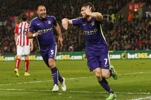 Man City - Newcastle: Bàn đạp đón Barca - 1
