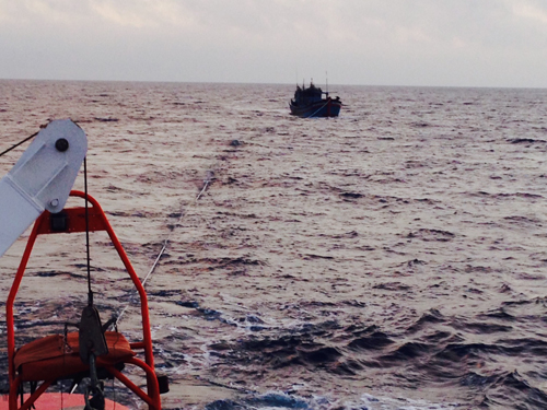 Sáng mùng 3 Tết, cứu 9 thuyền viên trôi dạt trên biển - 1