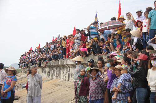 """Độc đáo lễ hội """"xông biển"""" đầu năm của ngư dân Quảng Ngãi - 3"""
