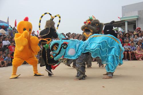 """Độc đáo lễ hội """"xông biển"""" đầu năm của ngư dân Quảng Ngãi - 2"""