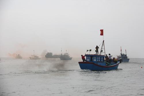 """Độc đáo lễ hội """"xông biển"""" đầu năm của ngư dân Quảng Ngãi - 8"""